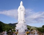 Danang tours with Ling Ung pagoda impression